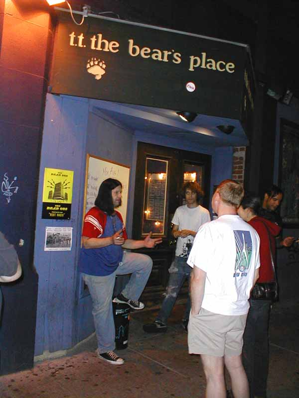 Grant Hart, 31 Jul 2005 (on the sidewalk)