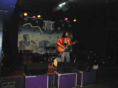 Grant Hart, 31 Jul 2005 (reaching for towel)