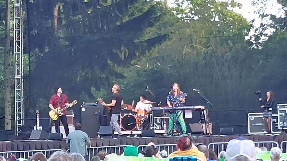 Greg Norton (guest with Posies) @ Woodland Park Zoo, Seattle WA, 18 Jul 2021